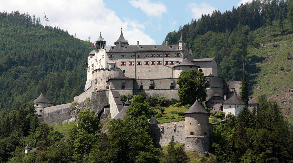 Ferienwohnung Flachau nur eine halbe Autostunde von der Burg Hohenwerfen entfernt