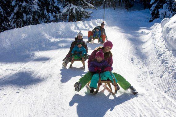 Eine lustige Rodelpartie sollte ein Fixpunkt in Ihrem Flachau Winterurlaub sein