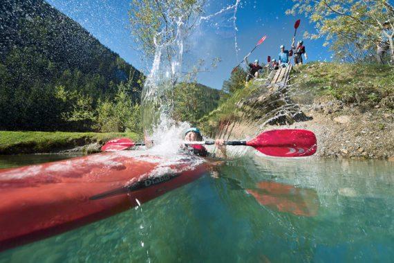 Wassersport steht beim Flachau Sommerurlaub hoch im Kurs